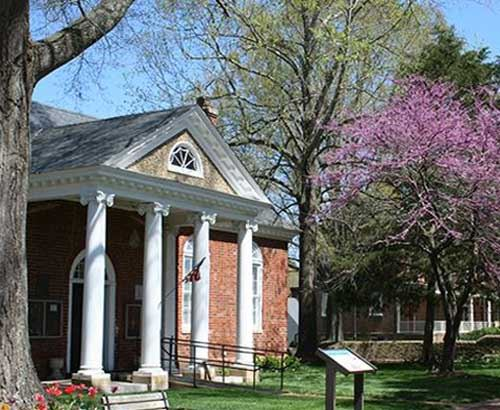 Photo of Colonial Courthouse